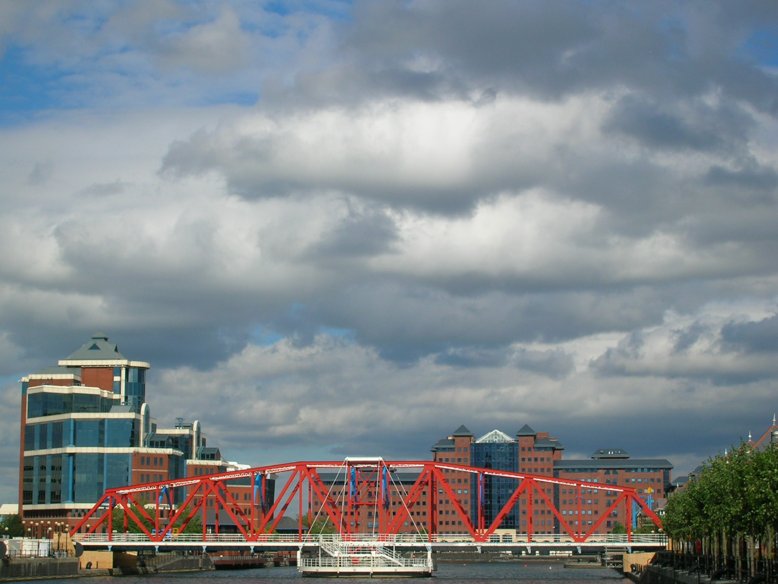Trafford_Rd_Swing_Bridge