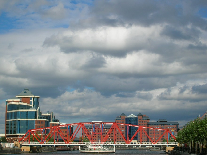 Trafford_Rd_Swing_Bridge.JPG